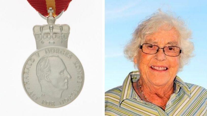 Kongens fortjenstmedalje og Berit Marianne Gabrielsen.foto