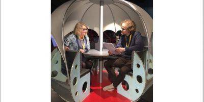 """Cecilie Winger og Tor Tveite i """"romkapsel"""".foto"""
