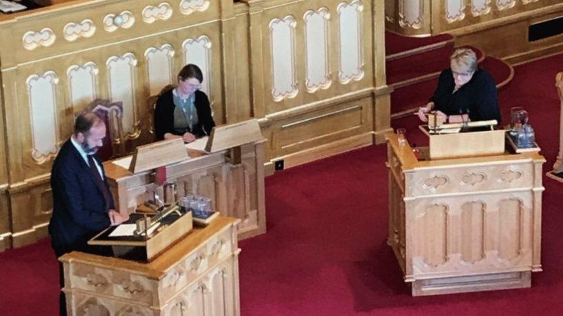 politikere på Stortingets talerstol.foto