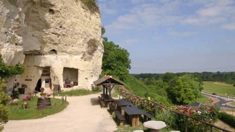 Restaurantbord foran hule.foto