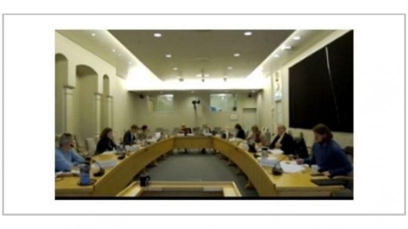 Mennesker i møte.foto