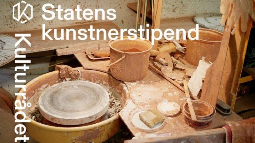 Dreiebenk i keramikkverksted. foto