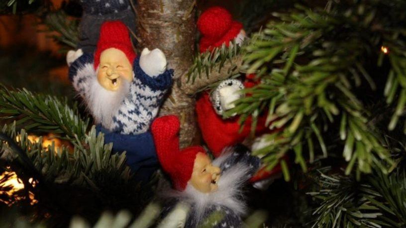 Nissedukker i juletre. foto